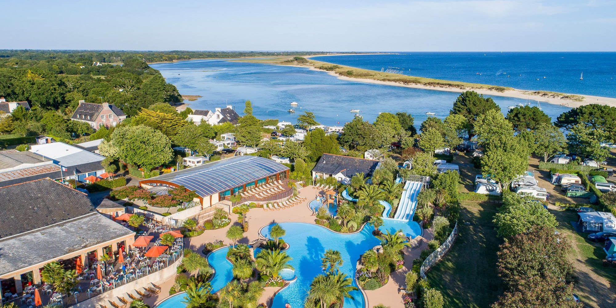 Camping bretagne avec piscine parc aquatique espace for Camping finistere sud bord de mer avec piscine