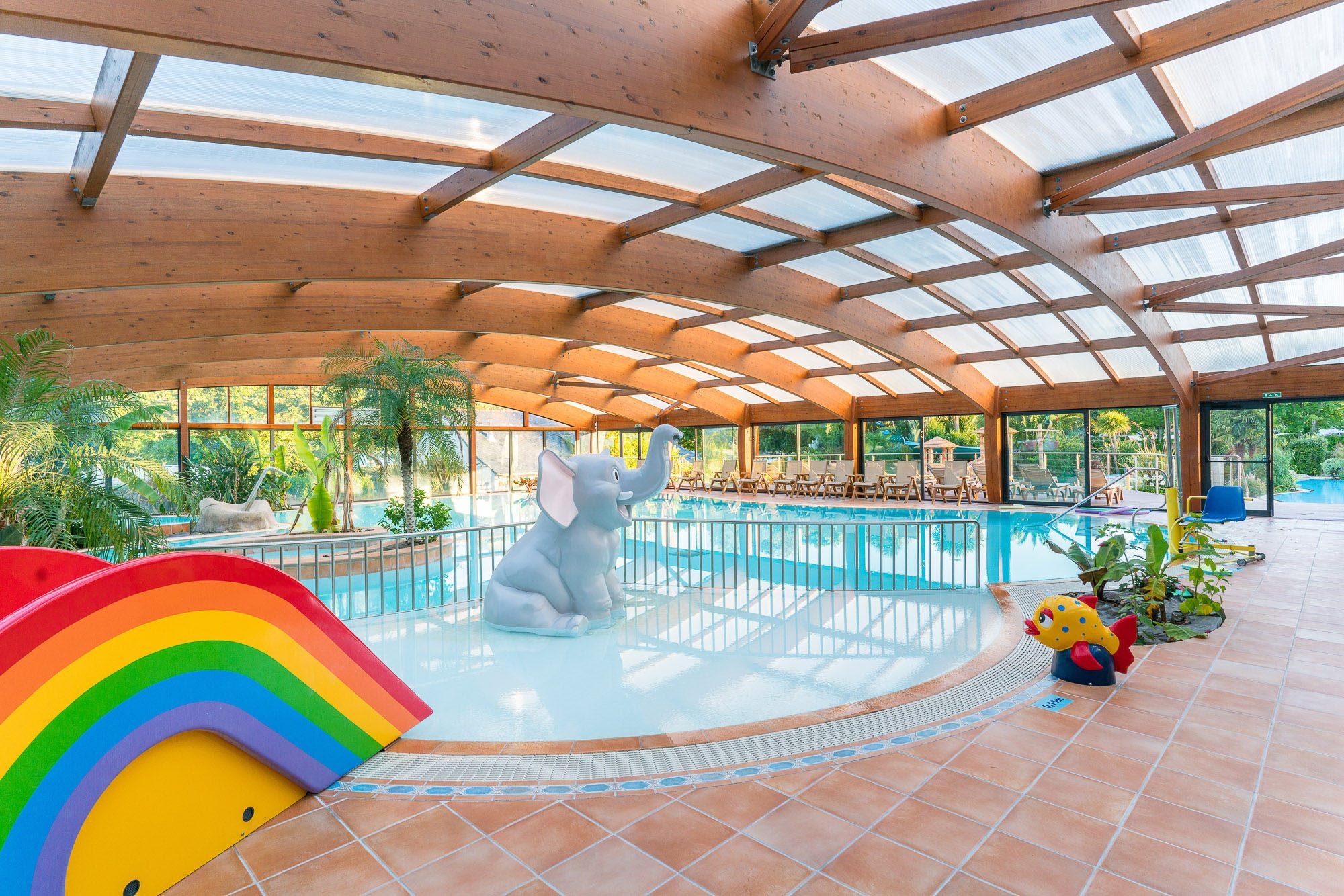 Camping bretagne avec piscine parc aquatique espace for Camping dans les vosges avec piscine couverte